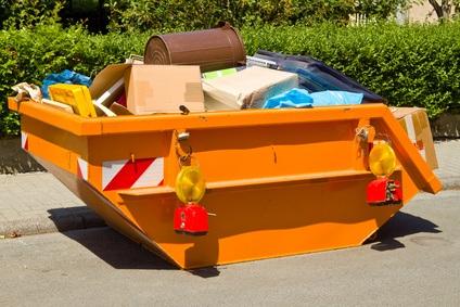 Baumischcontainer für Entrümpelung ist teuer wei der Container schnell voll ist